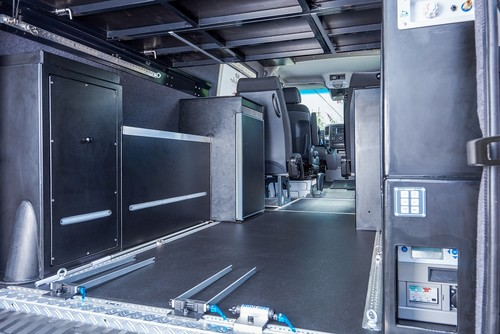 mercedes benz sprinter unterst tzt charity aktion auto. Black Bedroom Furniture Sets. Home Design Ideas