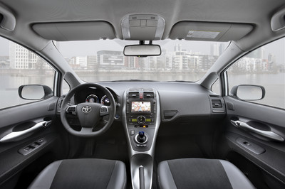 toyota bringt standheizung f r auris hybrid auto. Black Bedroom Furniture Sets. Home Design Ideas