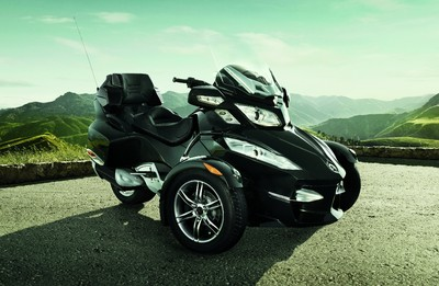 Can-Am Spyder Roadster Touring.