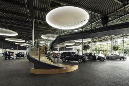mercedes benz kundencenter f r elf millionen euro umgebaut. Black Bedroom Furniture Sets. Home Design Ideas