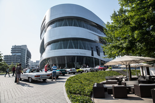 Markenoffenes Klassikertreffen Cars & Coffee am Mercedes-Benz-Museum.