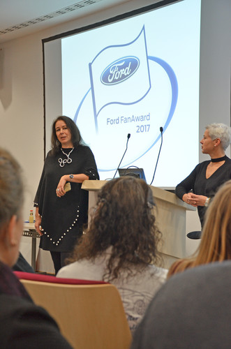 Ford-Fan-Award 2017: Monika Wagener (l.) vom gastegebenden Ford Research and Innovation Center in Aachen und Ute Mundolf.
