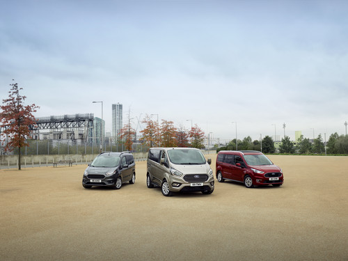 Ford Tourneo Courier, Tourneo Custom und Tourneo Connect (v.l.).