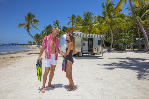 Bosch Kühlschrank Holiday Modus : Airstream bringt die tommy bahama special edition nach deutschland