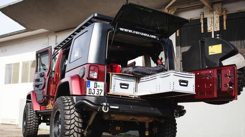 "Jeep Wrangler Unlimited mit Ausbau ""Explorer"" von Red Rock Adventures."