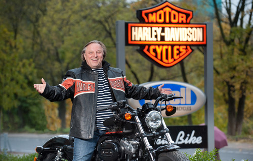 Axel Prahl fährt Harley-Davidson Forty-Eight.