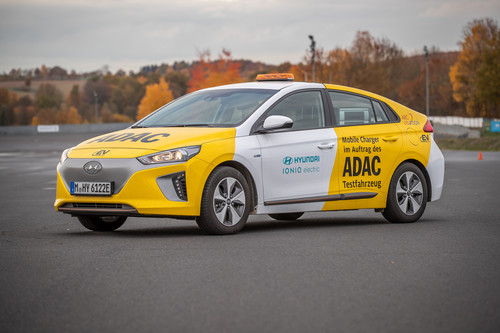 Hyundai Ionic Mobile Charger des ADAC.