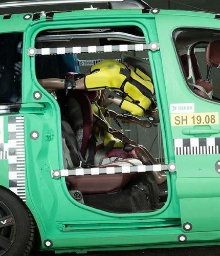 7ea1c329fe Jeden Tag kommen weltweit rund 300 Kinder unter 15 Jahren bei  Verkehrsunfällen ums Leben. In Deutschland ist die Zahl der getöteten  Kinder 2018 auf 79 ...
