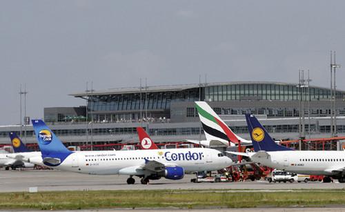 Vorfeldbetrieb auf dem Hamburger Flughafen.