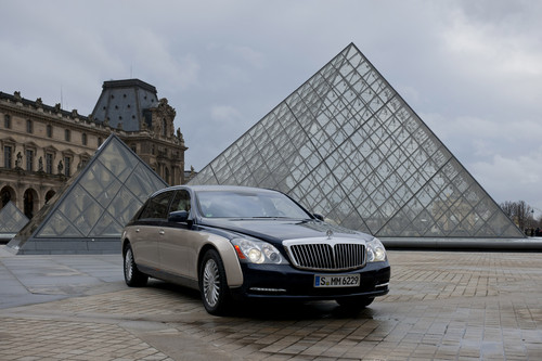Maybach untertsützt den Louvre in Paris.