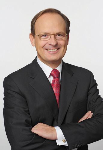 Prof. h. c. Dr. Peter Pleus.