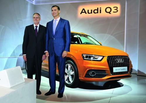 Königlicher Besuch zum Produktionsstart des neuen Audi Q3 in Martorell:  Don Felipe de Borbón, Prinz von Asturien (rechts), mit Audi-Produktionsvorstand Frank Dreves.