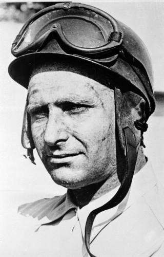Juan Manuel Fangio (1911 - 1995).