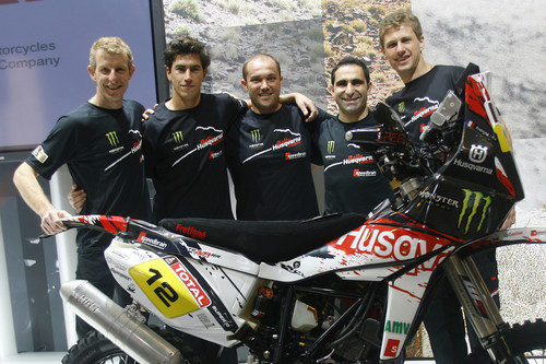 "Husqvarna Rallye Team by Speedbrain (von links): David Frétigné (nicht mehr am Start), Joan Barreda, Jose Helio Gonçalves Rodrigues Filho (""Zé Helio""), Ike Klaumann und Paulo Goncalves."