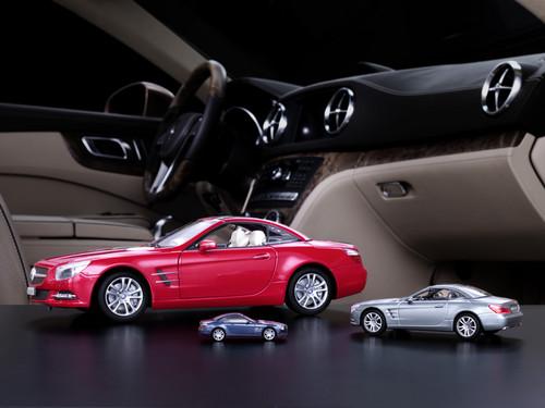 mercedes benz bietet sl modellautos auto medienportal net. Black Bedroom Furniture Sets. Home Design Ideas