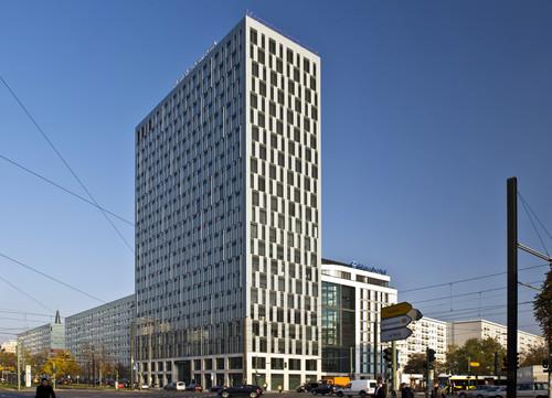 mercedes benz bank er ffnet dienstleistungszentrum in berlin auto medienportal net. Black Bedroom Furniture Sets. Home Design Ideas