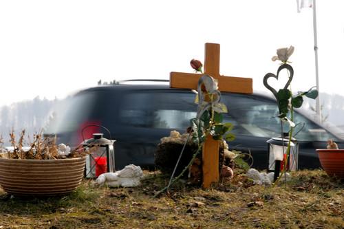 Erinnerung an einen tödlichen Verkehrsunfall.