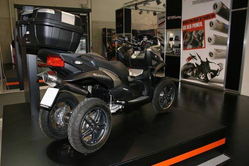 intermot 2012 quadro bringt den ersten vierrad roller. Black Bedroom Furniture Sets. Home Design Ideas