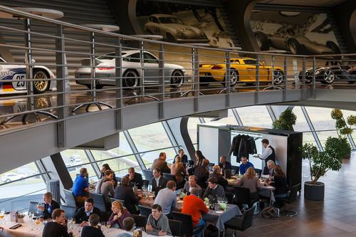 ausstellung und restaurant im kundenzentrum des porsche werks leipzig - Bewerbung Porsche Leipzig