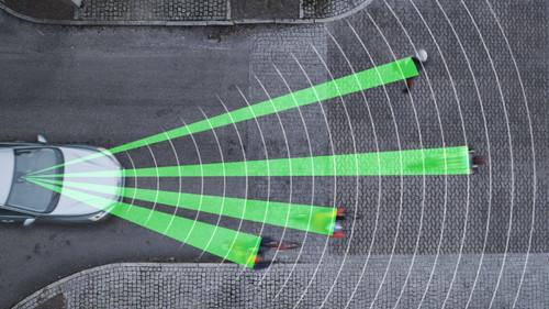 Volvo bietet einen Notbremsassistenten mit automatischer Fußgänger- und Fahrradfahrer-Erkennung an.