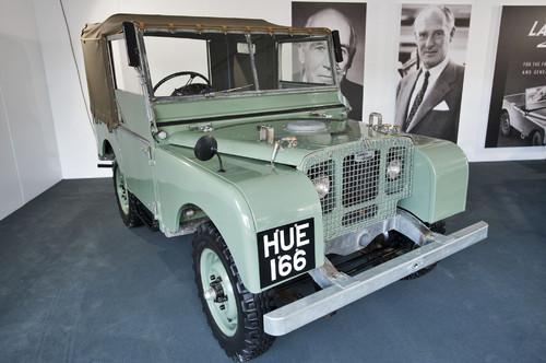 """Der erste Land Rover (1948) mit dem Nummernschild HUE 166 - genannt  """"Huey""""."""