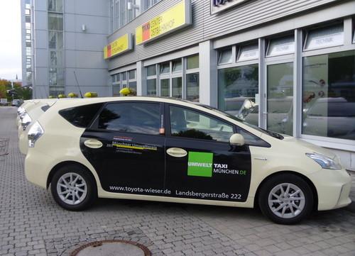 Mit 48 Toyota Prius und einem Opel Ampera senkt das Taxi-Center Ostbahnhof in München den CO2-Ausstoß bei seinen Fahrten signifikant.