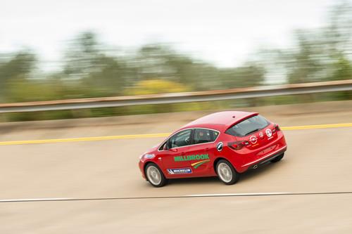 Opel Astra 2.0 CDTI auf Rekordfahrt.