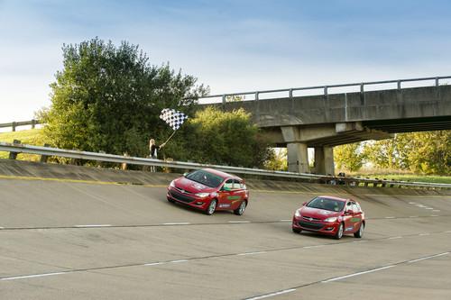 Opel Astra 2.0 CDTI am Ziel der Rekordfahrt.