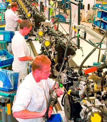 Motorenfertigung bei Volkswagen in Chemnitz.