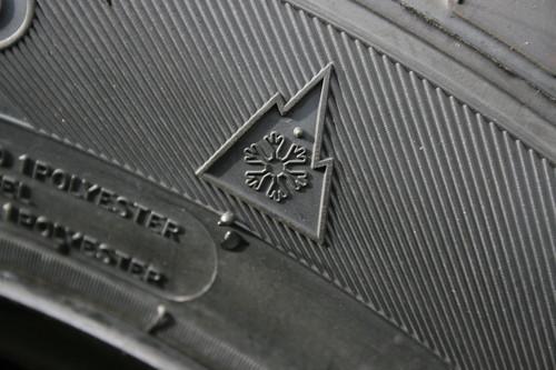 Beim Kauf von Winterreifen sollte auf das Schneeflocken-Symbol geachtet werden.