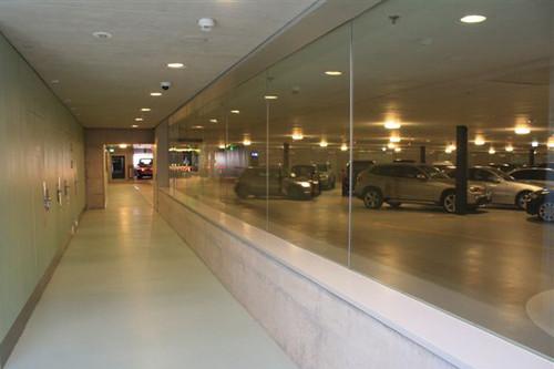 ADAC-Parkhaustest 2013: Der europäische Testsieger, das Opéra in der Züricher Innnestadt, überzeugte auch durch seine anspruchsvolle Architektur mit viel Glas und hellem Design.