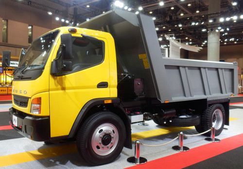 "Der Fuso FI wird im Rahmen des ""Asia Business Model"", einer Kooperation der Daimler Tochtergesellschaften Mitsubishi Fuso Truck and Bus Corporation (MFTBC) und Daimler India Commercial Vehicles (DICV), im indischen Chennai gefertigt."