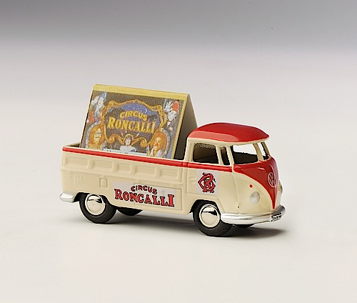 """""""Modellfahrzeug des Jahres 2013"""": Volkswagen T1 """"Circus Roncalli"""" von Bubmobil (1:87)."""