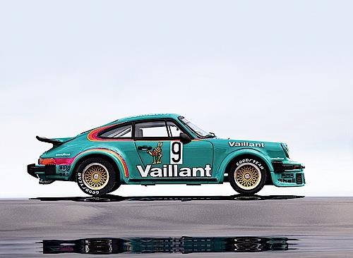 """""""Modellfahrzeug des Jahres 2013"""": Porsche 934 von Schuco (1:43)."""