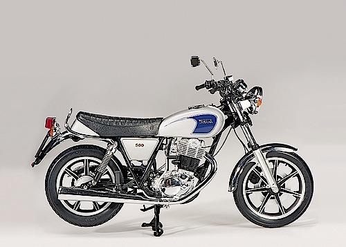 """""""Modellfahrzeug des Jahres 2013"""": Yamaha SR 500 von Schuco (1:10)."""