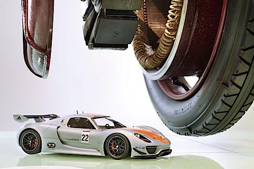 """""""Modellfahrzeug des Jahres 2013"""": Porsche 918 RSR von Autocraft (1:12)."""