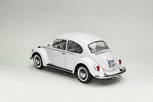 """""""Modellfahrzeug des Jahres 2013"""": VW Käfer von Revell (1:24)."""