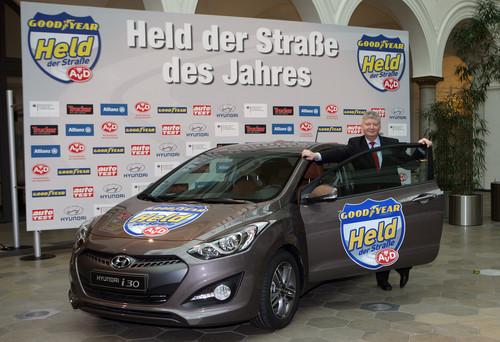 """Wilhelm Dirkmann (45) ist """"Held der Straße des Jahres 2013""""."""