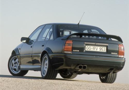 Opel Lotus Omega mit 3,6-Liter-Twin-Turbo-Motor und 277 kW / 377 PS.