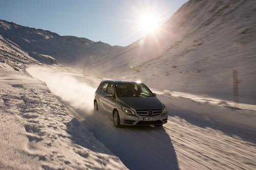 Toben im Schnee: Mercedes-Benz B-Klasse 4Matic.