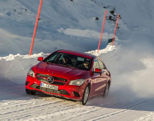 Toben im Schnee: Mercedes-Benz CLA 4Matic.
