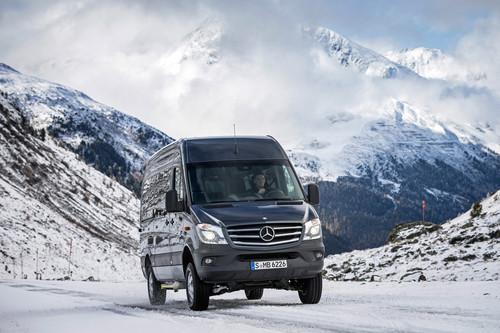 Toben im Schnee: Mercerdes-Benz Sprinter 4x4.