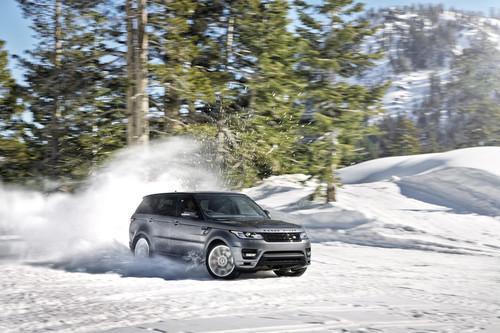 Range Rover im Schnee.