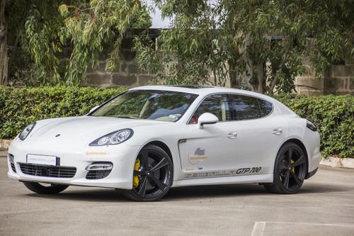 Schnellster Viertürer über zwei Tonnen: Der Porsche Panamera GTP700 mit 700 PS von Gemballa erreichte in Nardo 338,8 km/h.