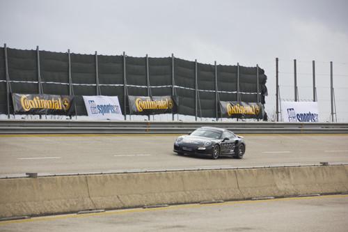 Die Rekordfahrt brachte den Porsche 991 Turbo S von Edo Competition auf eine maximale Geschwindigkeit von 326,7 km/h.