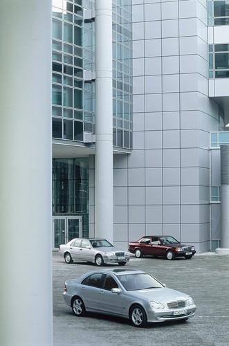 2. Generation der Mercedes-Benz C-Klasse mit Vorgängern.