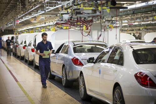 S-Klasse Produktion im Mercedes-Benz Werk Sindelfingen.