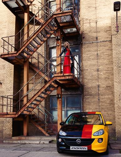 """Für einen Kalender mit dem Titel """"Adam by Bryan Adams"""" fotografierte der Künstler den Opel-Lifestyle-Flitzer in seinem Berliner Studio."""