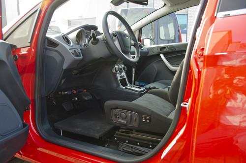 Für Menschen mit Mobilitätseinschränkungen: Ford Fiesta der Reha Group Automotive.