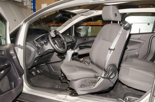 Für Menschen mit Mobilitätseinschränkungen: Ford B-Max von Reha Group Automotive.